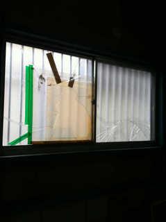 4ミリかすみガラス施工前